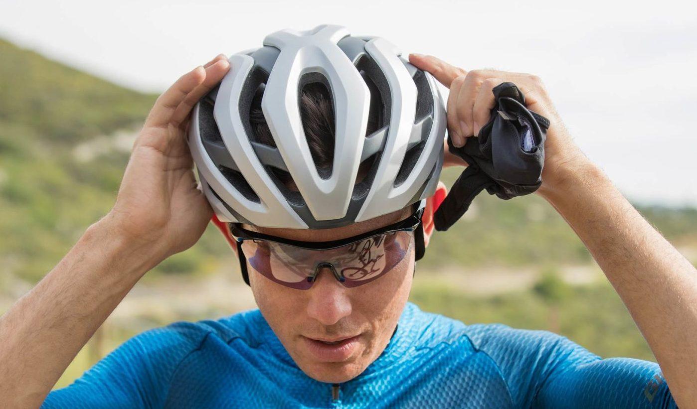 Giant lança capacete Rev Pro 1