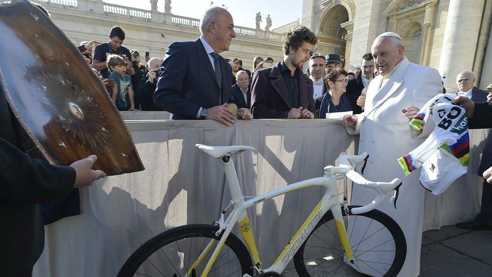 Papa leiloa bicicleta